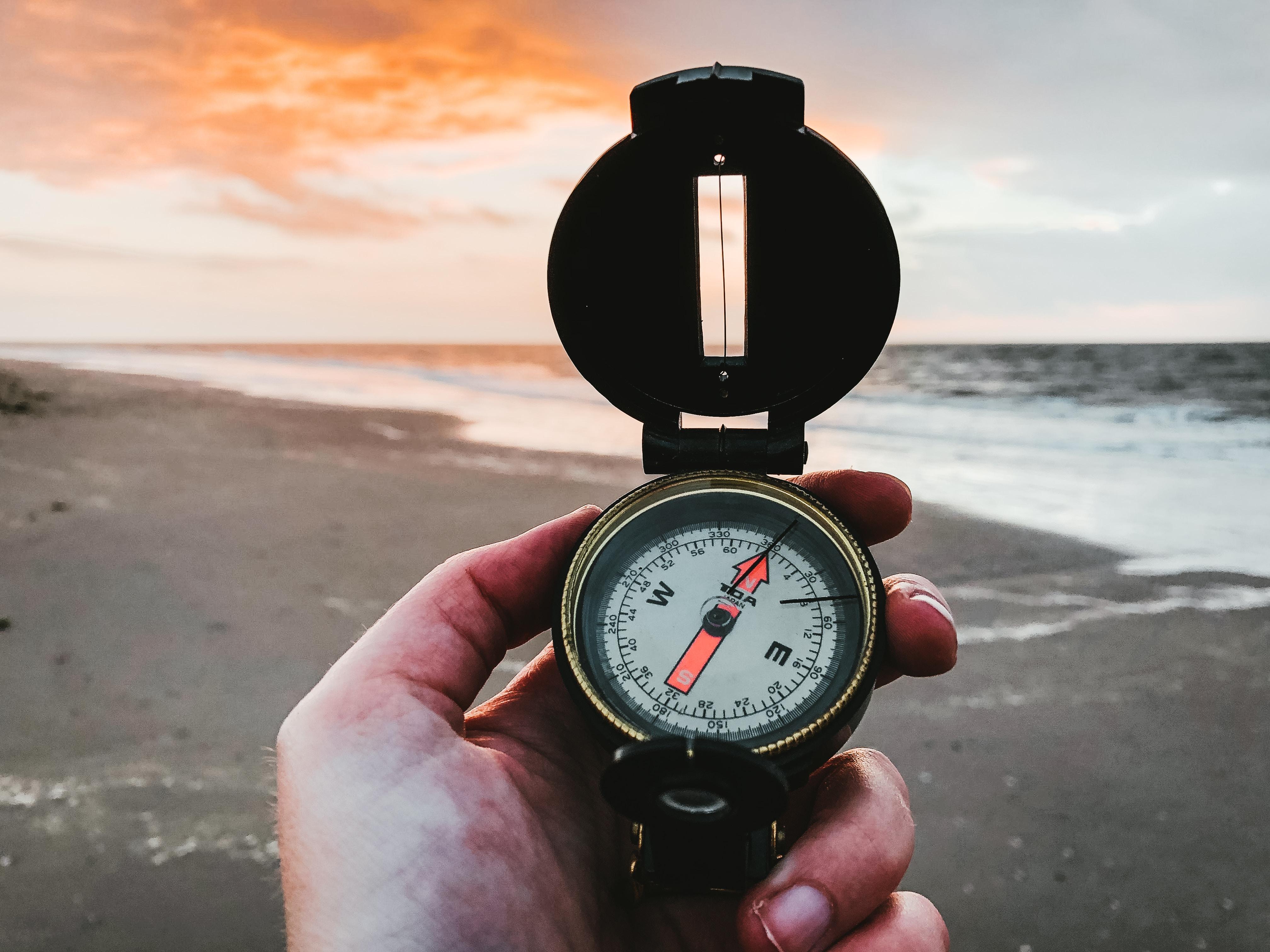 compass denise-jans-hjmW8FDp-Ho-unsplash